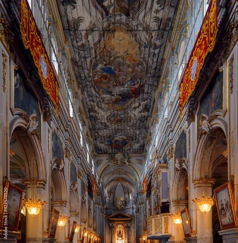 Foto Interior of the basilica of San Sebastiano, Melilli, Syracuse, Sicily