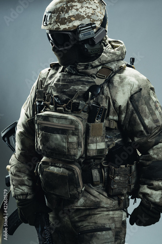 Fotografija Male special forces soldier in grey winter uniform