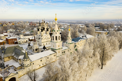 Obraz na plátně Picturesque Murom city landscape covered with snow with two main monasteries - T