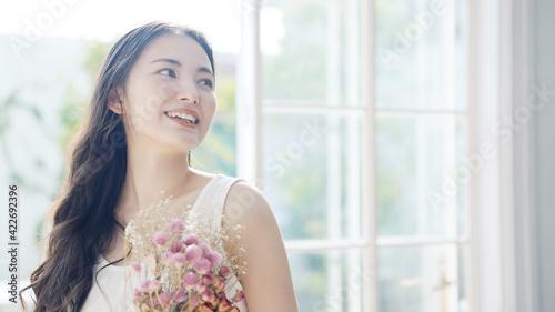 Foto 花束を持つ女性 ウェディングイメージ