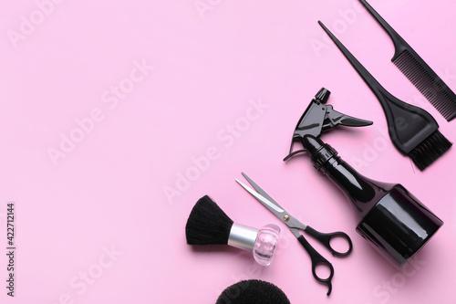 Set of hairdresser's tools on color background Fototapet