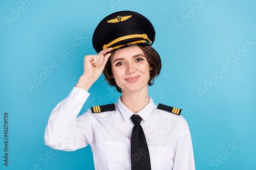 Photo Photo of optimistic nice brunette hair lady wear pilot uniform isolated on blue