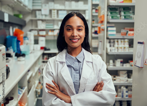 Tableau sur Toile Portrait of happy professional female pharmacist in chemist