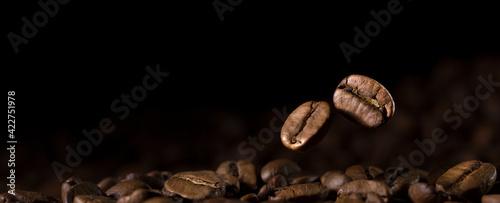 Fototapeta Close-up Coffee Beans With Black Background obraz
