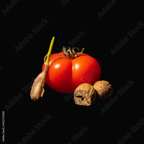 Fototapeta pomidor czosnek gałka muszkatołowa  obraz