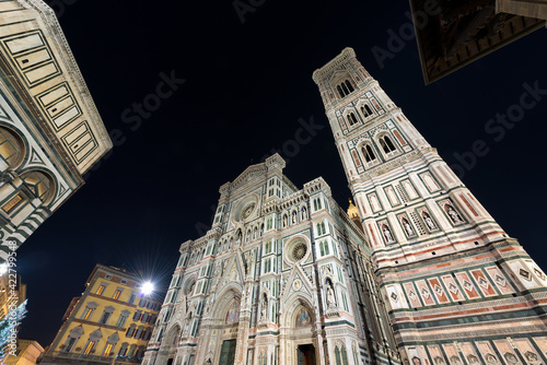 Canvastavla Facade of Florence Cathedral at night, Duomo of Santa Maria del Fiore and bell tower of Giotto (Campanile)