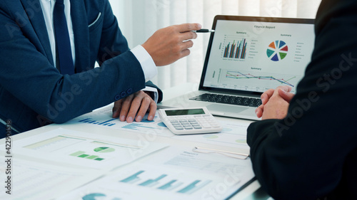 Tableau sur Toile Group of business people analysis summary graph reports of business operating expenses and work data about the company's financial statements