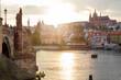 canvas print picture - Karlsbrücke in Prag mit Blick auf die Prager Burg zum Sonnenuntergang am Abend.