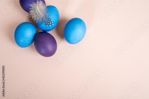 Fototapeta Colorful Easter egg against a pink background obraz