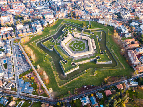 Papel de parede Scenic autumn view from drone of Spanish city of Jaca with pentagram-star shaped