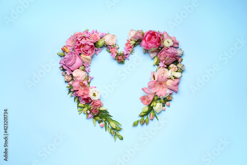 Obraz Beautiful heart shaped floral composition on turquoise background, flat lay - fototapety do salonu