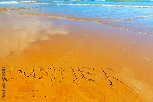 Canvas Print Handwritten on the beach the word summer