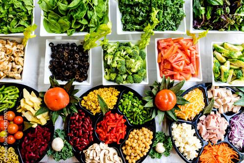 plato prinsipal postres y demas muy coloridos y ordenados, comidas rapidas y gourmet