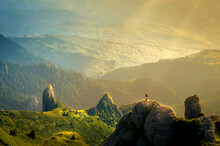 Montania Con Un Verde Imprecionante Ideal Para Trekin Escurciones Un Paraiso