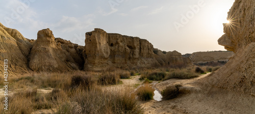 Fotografering canyon lands and desert grasslands panorama landscape with a sun star