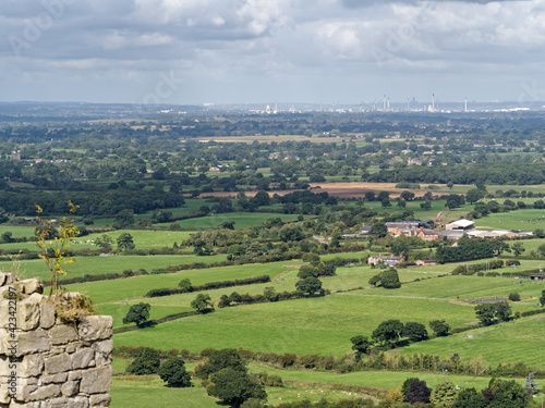 Obraz na plátně View of the Cheshire Countryside from Beeston Castle
