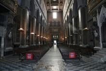 Napoli - Interno Del Duomo Dal Transetto
