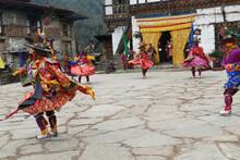 Red Skirt Black Hat Dancers Zhang Cham