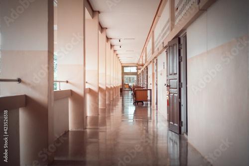 Fotografie, Obraz High School hallway corridor in College or university empty hall at classroom, n
