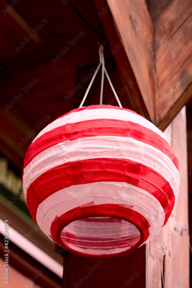 Fototapeta biało-czerwony lampion