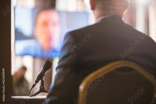 Obraz na płótnie businessmen having a discussion via videolink
