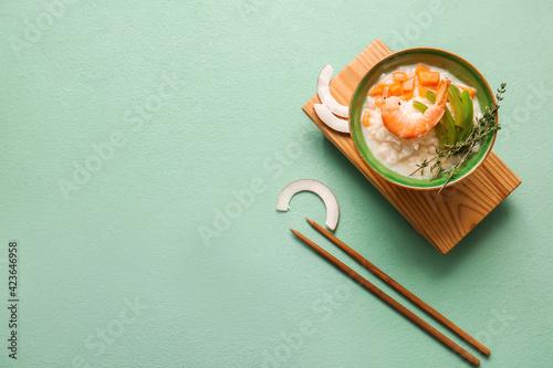 Obraz Bowl with Thai rice soup on color background - fototapety do salonu
