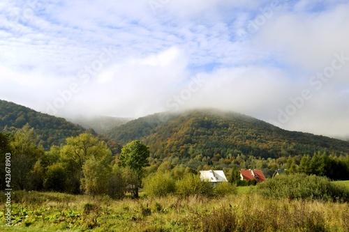 Fototapeta Bieszczady, góry na Podkarpaciu w Polsce, wejście na szlaki  obraz