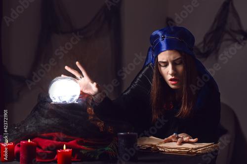 Obraz na plátně Female fortune teller reading future