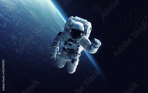 Carta da parati Astronaut on a walk into space