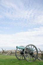 USA, Pennsylvania, Gettysburg, Cannon On Gettysburg Battlefield