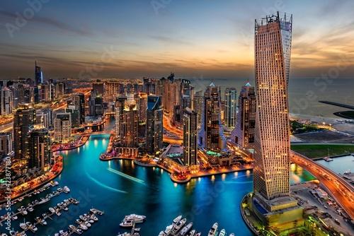 Fotografija A beautiful view of Dubai, where nature and the tall tower, skyscrapers