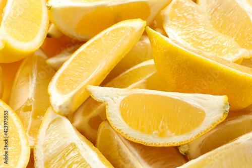 Photo Many fresh juicy lemon slices as background, closeup