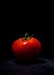 czerwony pomidor krople wody