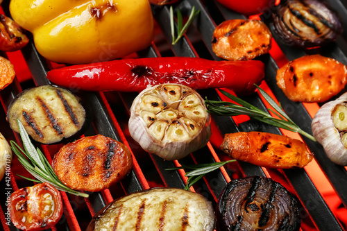 Tasty vegetables cooking on grill Fototapet