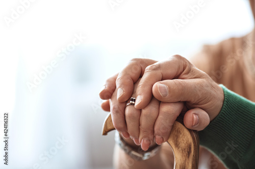 Papel de parede Cropped shot of a senior couple holding hands