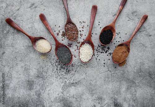 Canvas-taulu Wooden spoons with various healthy seeds and spices