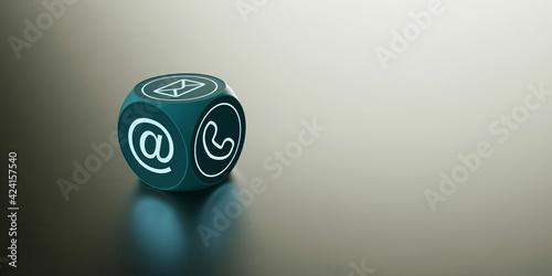 Würfel mit Kontakt Icons als Kundenservice Konzept