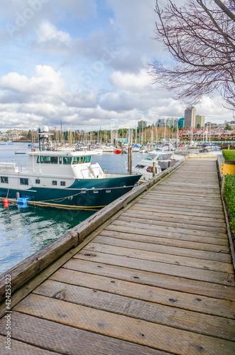 Fotografia Sea walk at the Sutcliff Park on Granville Island in Downtown of Vancouver, Canada