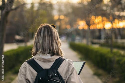 Fényképezés Back view portrait of a female student blonde