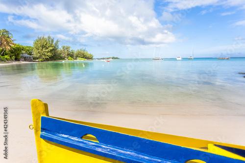 Canvas Barque de pêche sur plage de Bain Bœuf, île Maurice