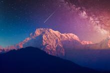 アンナプルナ山と星空