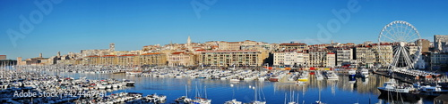 Foto Panoramic view of the churches, domes, rooftops and Vieux port of Marseille, Fra