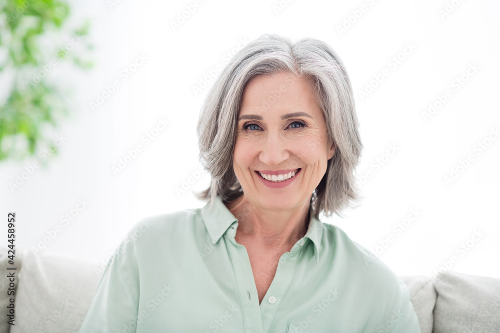 Fototapeta Photo of attractive positive old woman smile good mood wear casual clothes indoors inside house apartment