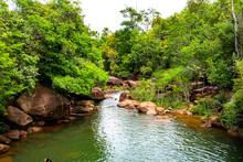 Corredeira Com Pedras Cercadas De Matas No Estado Do Amapá - Amazônia - Brasil.