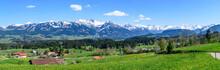 Ausblick Auf Das Illertal Und Die Verschneiten Allgäuer Alpen An Einem Sonnigen Frühlingstag
