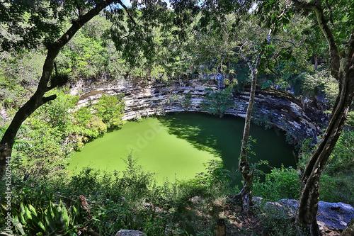 Carta da parati cenote in the ancient city of maya, landscape america maya history