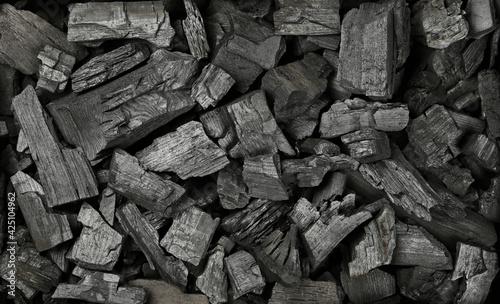 Obraz Background texture of many black charcoal pieces - fototapety do salonu
