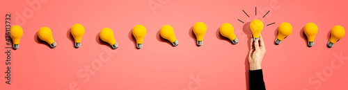 Obraz Many yellow light bulbs - fototapety do salonu