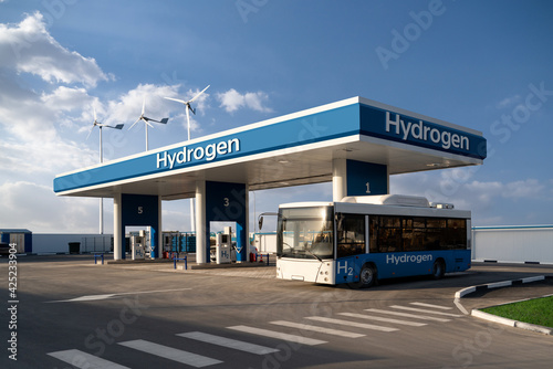 Obraz na płótnie Fuel cell bus at the hydrogen filling station. Concept