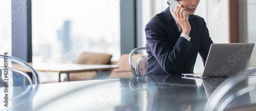 若い日本人ビジネスマン